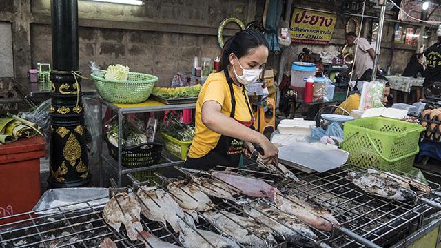 Thai market vendor wearing mask
