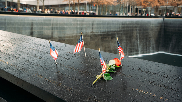 9/11 memorial with rose and US flags