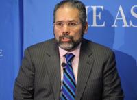 Ray Suarez Discusses his New Book 'Latino Americans'
